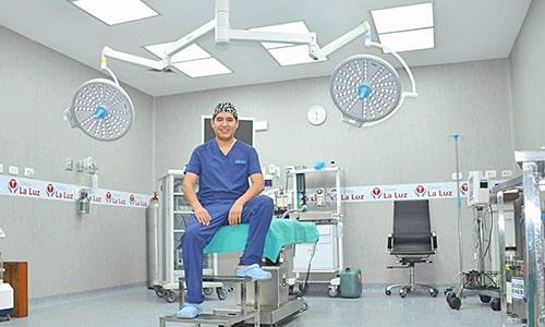 dr-percy-cirujano